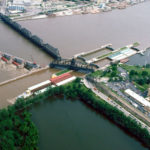 800px-Mississippi_River_Lock_and_Dam_number_15
